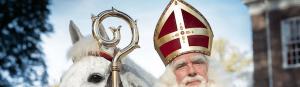 Sinterklaas met paard en staf